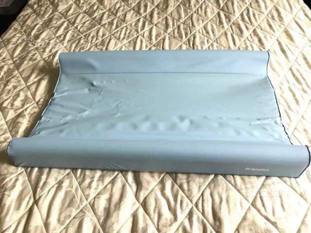 Materassino colore azzurro per fasciatoio prenatal