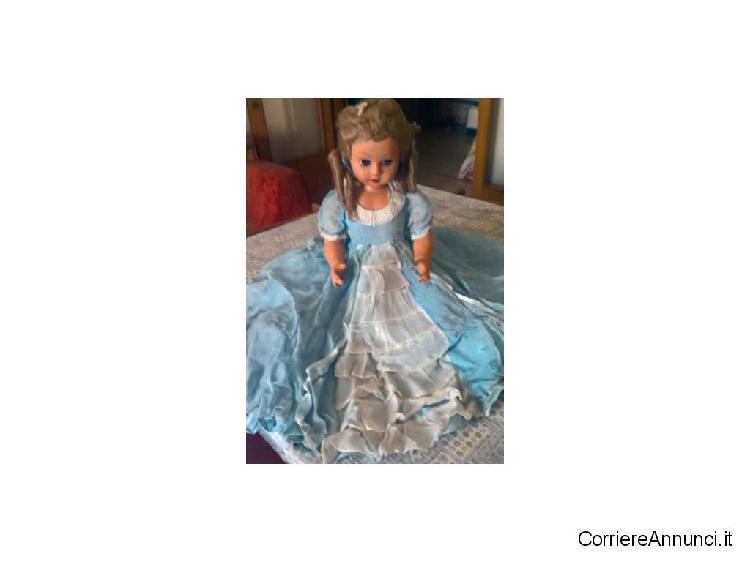 Grande bambola antica