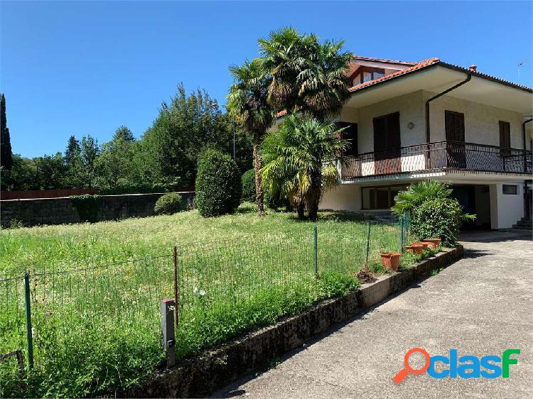 Erba:villa singola elegante con giardino