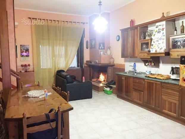 Appartamento su due livelli in corte centralissimo.
