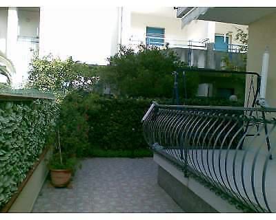 Villette a schiera con giardino e box auto