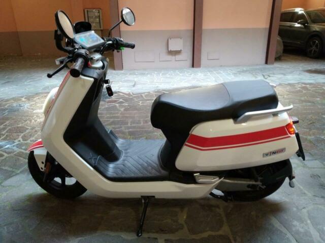 Vendo scooter elettrico niu n-gt