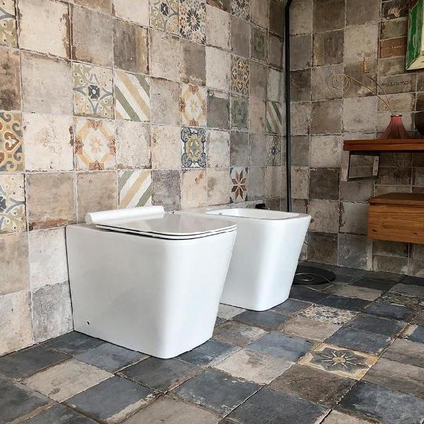 Coppia di sanitari wc e bidet a terra filo muro in ceramica