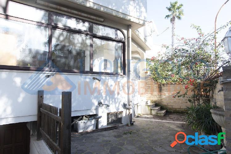 Centro - ampia villa in zona centro € 259.000 t501