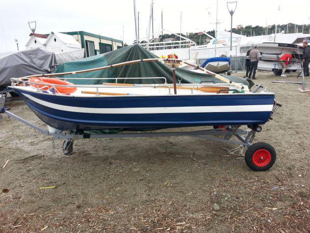 Barca canadian blu e bianca