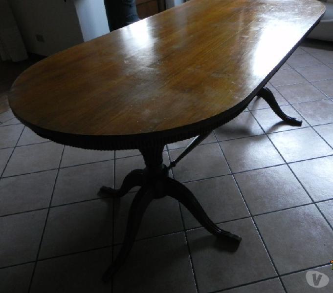Tavolo soggiorno con sedie
