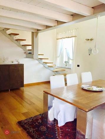 Appartamento in vendita a angera
