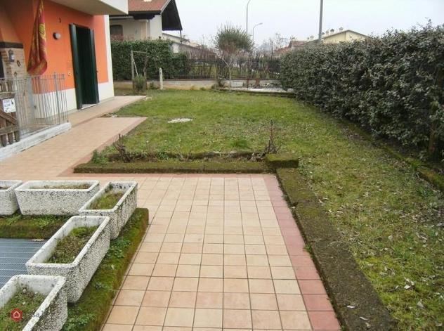 Appartamento piano terra con giardino in affitto a isola
