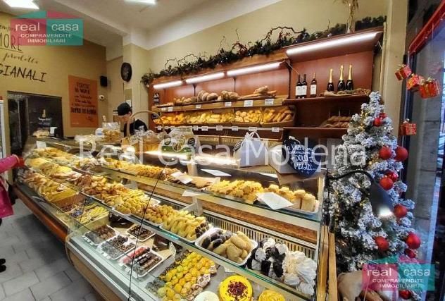 Ag92_m12g02 - negozio prossimità centro storico modena