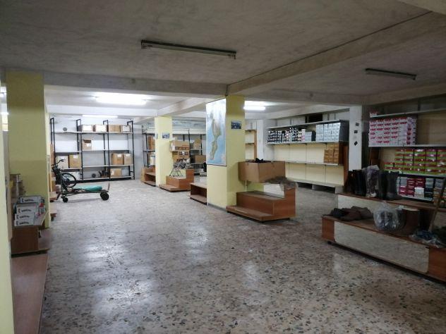 Ampio magazzino uso deposito o vendita ingrosso