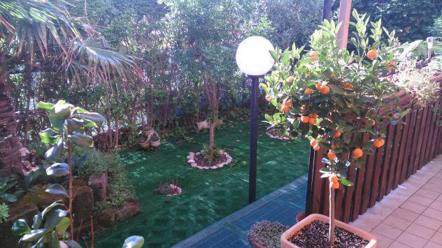 Camera matrimoniale in appartamento con giardino