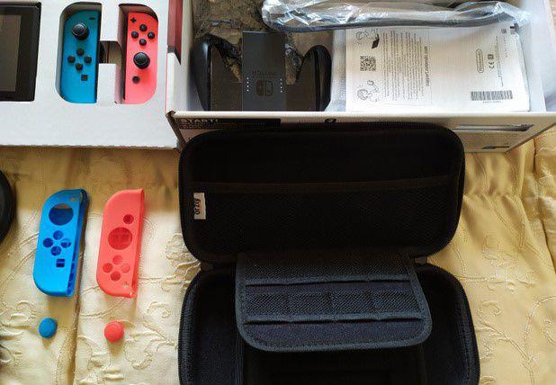 Nintendo switch con vari accessori