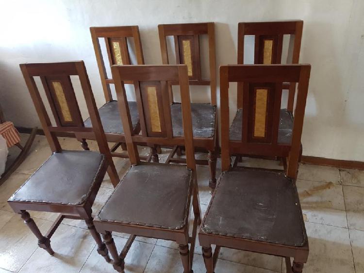 Credenza vetrina tavolo allungabile sedie