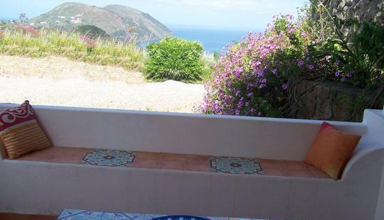 Lipari villetta con terrazze panoramiche,giardino,cod.ab 250