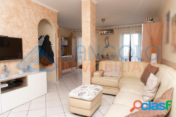 Centro-ampio appartamento su 2 livelli € 129.000 t307