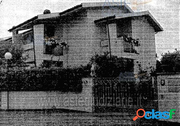 Pontedera zona santa lucia villa bifamiliare
