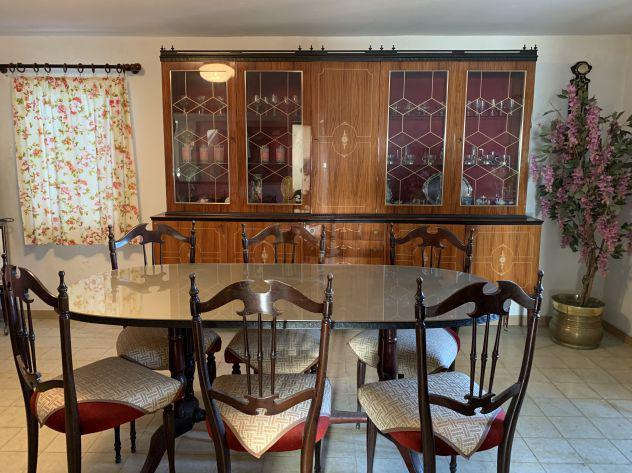 Mobile soggiorno completo di tavolo e sedie