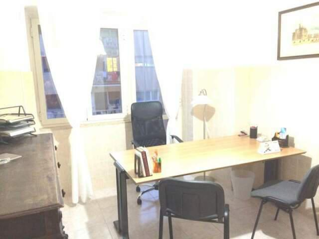 Centralissima stanza uso studio/ufficio zona vomero