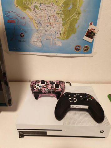Xbox one s 1 tb 2 controller