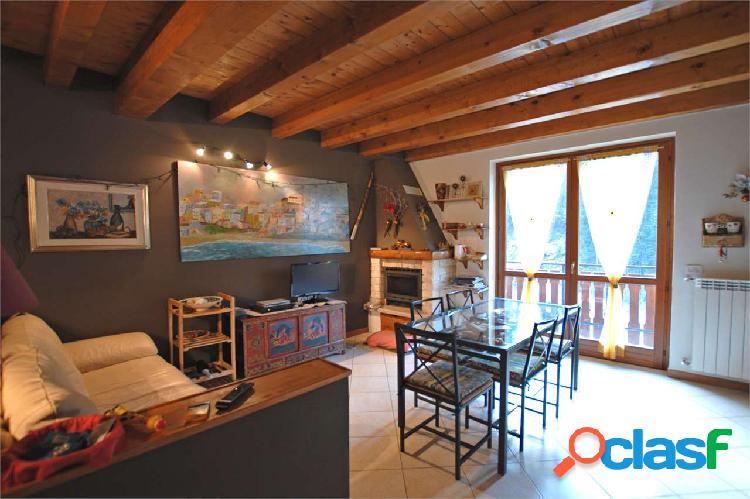 Appartamento su due livelli adiacente con garage