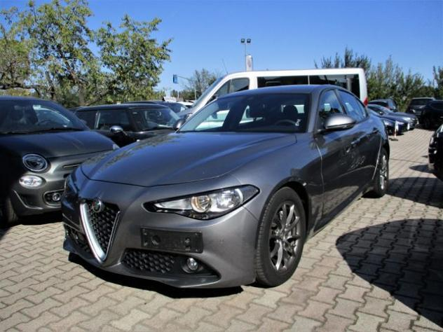 Alfa romeo giulia 2.2 td 150cv at8 business - navi - camera