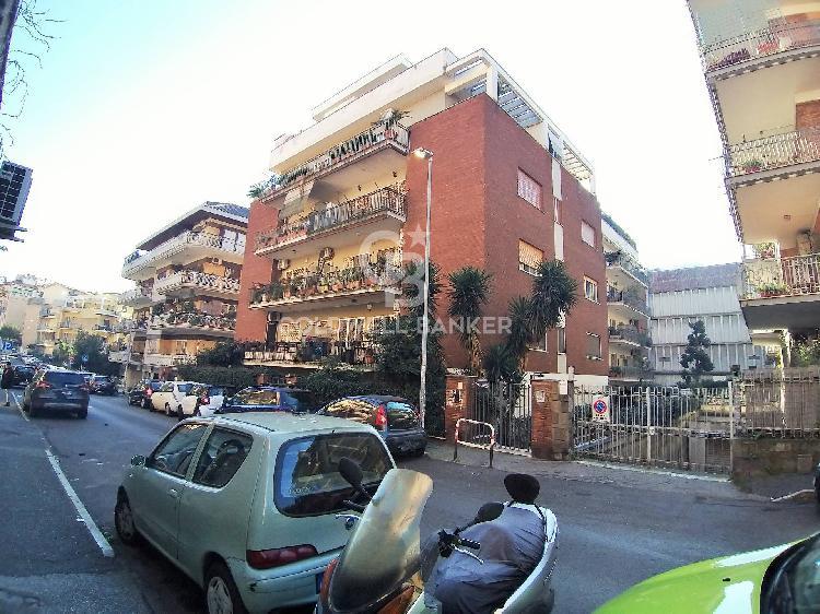 Attico con terrazzo, Roma talenti