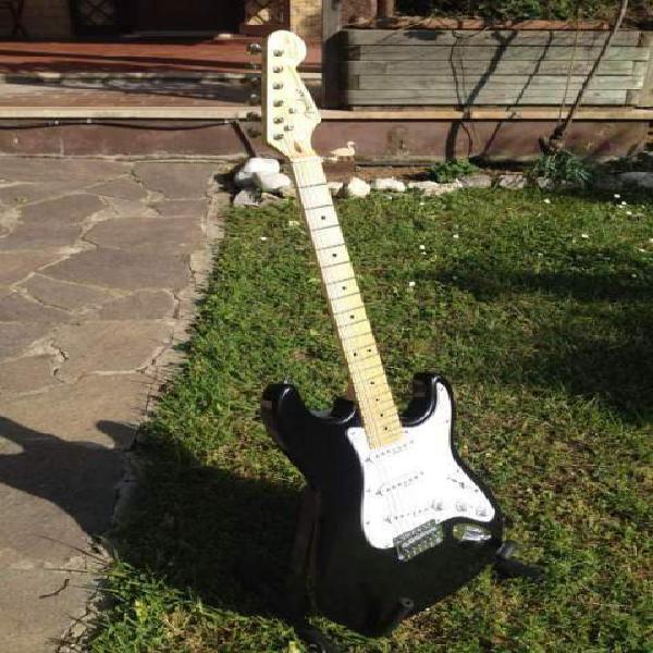 """Fender stratocaster replica, s.e. eric clapton """"blackie""""."""