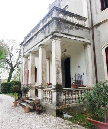 Villa con giardino a este