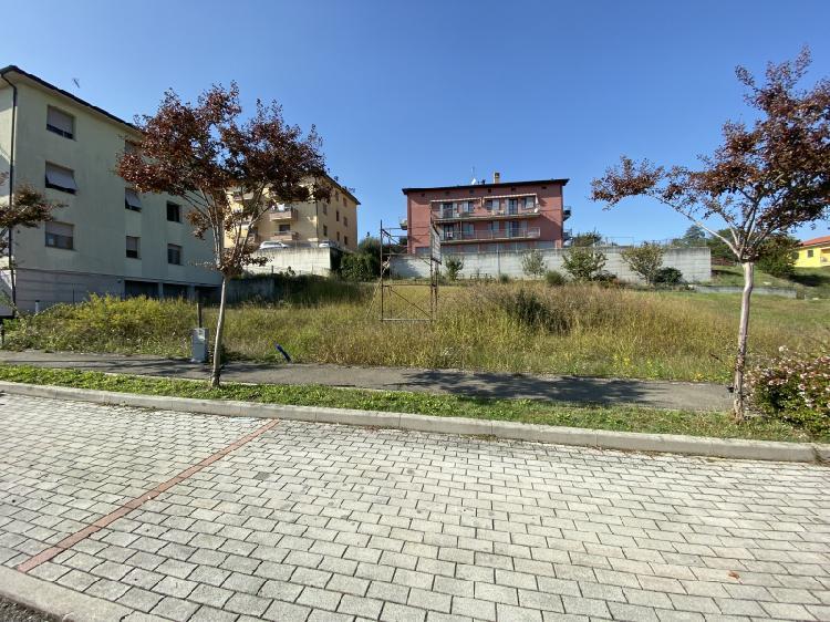 Medesano vendesi terreno residenziale 10 vani 880 Mq
