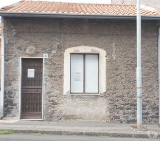 CASA INDIPENDENTE CON CORTILE E P. AUTO A S.P. CLARENZA