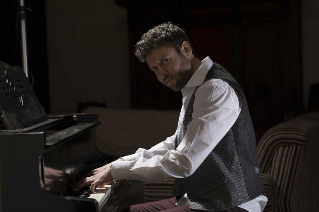 Lezioni di pianoforte, armonia, teoria e composizione.