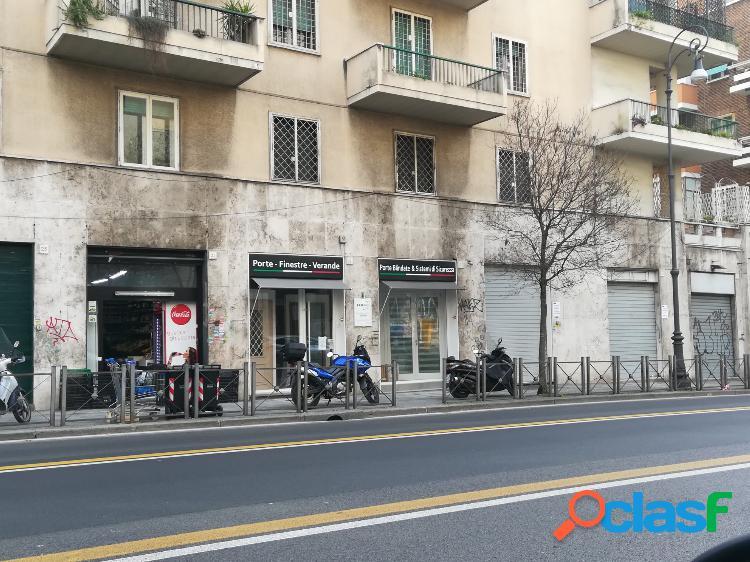 San giovanni - negozio 3 locali € 1.400 na303