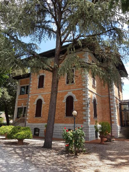 Valdichiana senese, splendida Villa stile liberty di grandi
