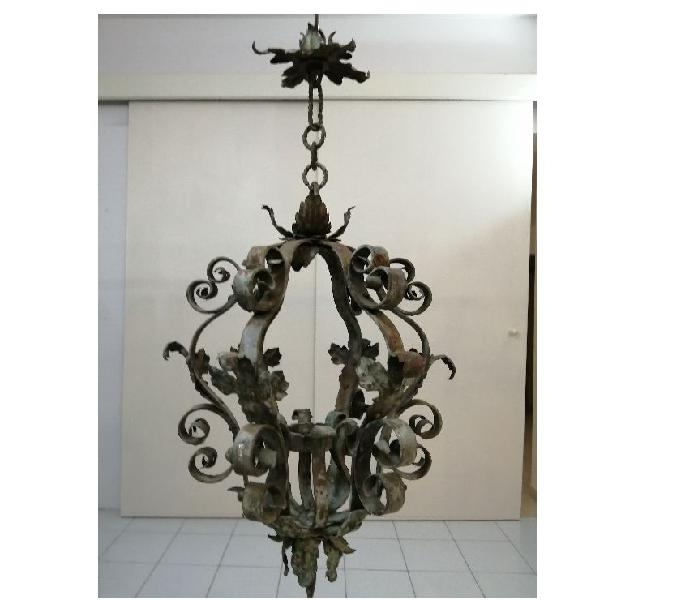 Originale lanterna in ferro battuto medioevo