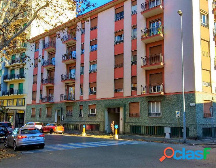 Trilocale con posto auto zona piazza genova