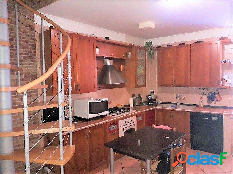 Appartamento su due livelli con box risc. autonomo