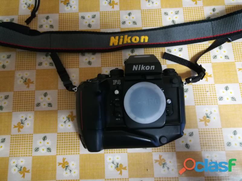 Fotocamera NIKON F4s + MB21 con borsa e obbiettivi e flash