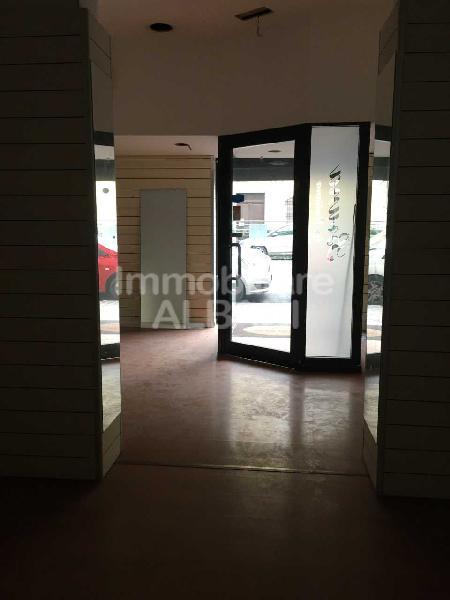 Capannone / Fondo - Commerciale a La Spezia
