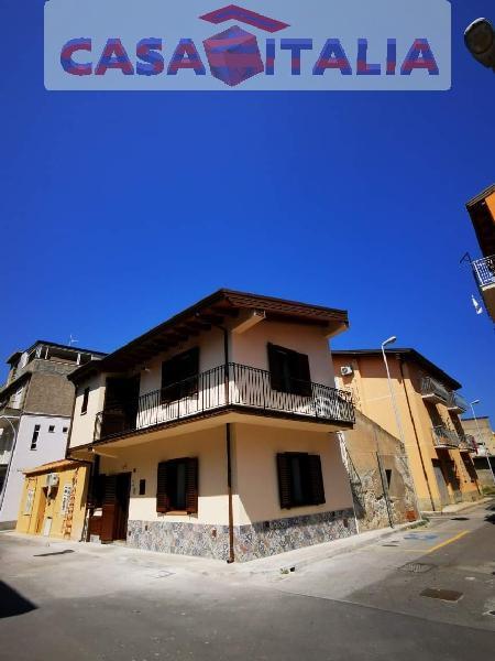 Casa indipendente arredata in affitto a Falcone
