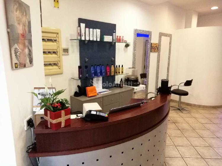 Fondo/negozio - 1 vetrina/luce a Parella, Torino