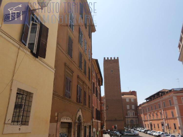 Quadrilocale con terrazzo, Roma centro storico