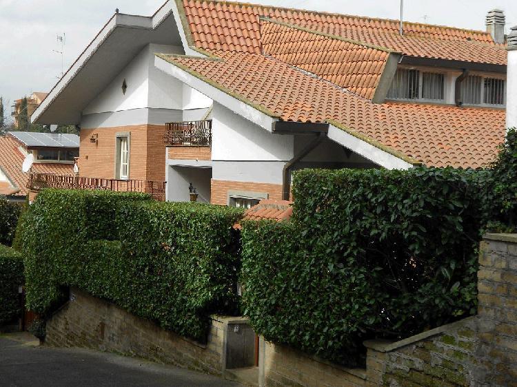 Villa in vendita, Roma cassia,tomba di