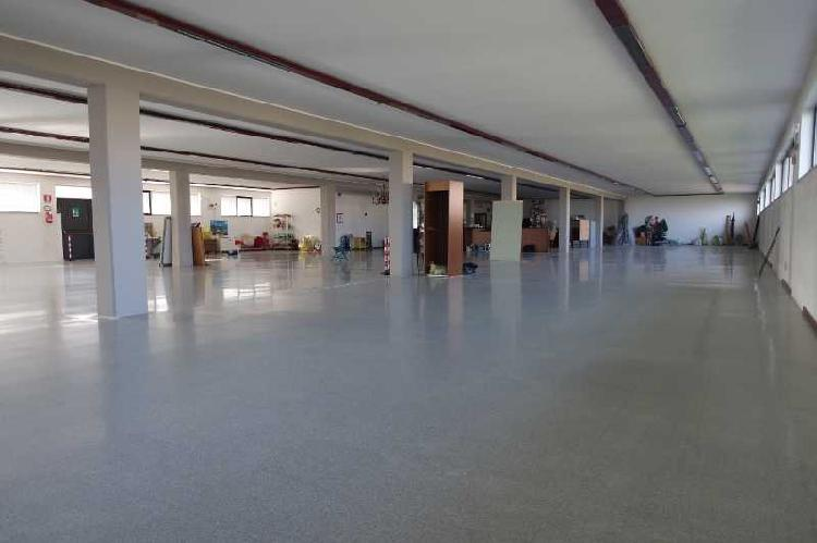 Capannone / Fondo - Industriale/Artigianale a Porto