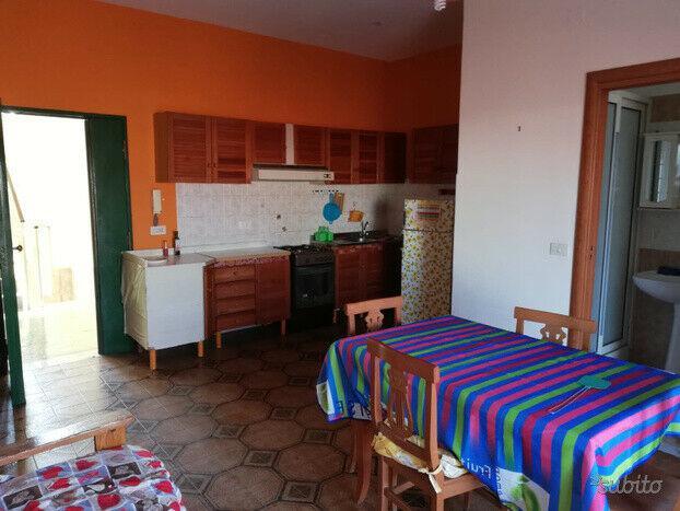 Appartamentino arredato soleggiato e centrale con posto auto
