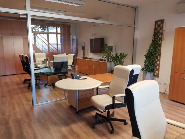 Ufficio arredato e munito di servizi in legnano
