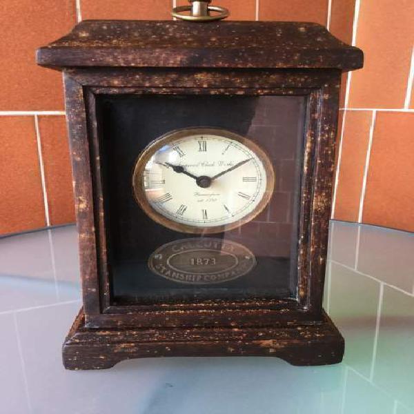 Orologio in legno da tavolo vintage