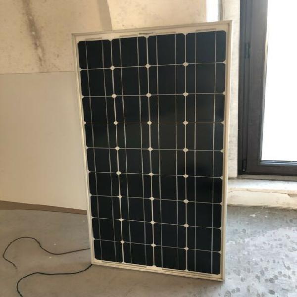 Pannello fotovoltaico con regolatore