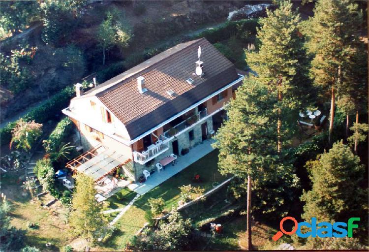 Villa indipendente 4 lati collina di roletto