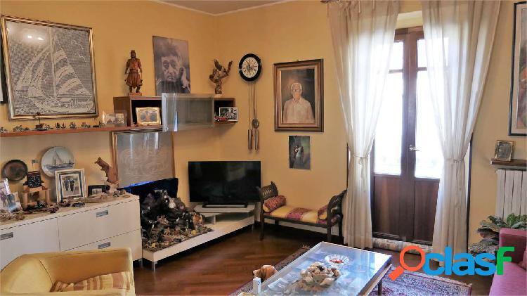 Elegante quadrilocale nel centro storico di Asti 3