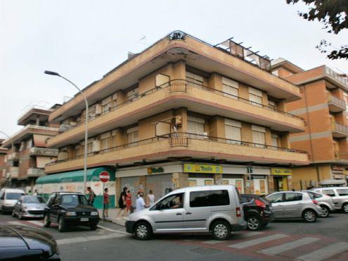 Pomezia torvaianica centro trilocale ristrutturato arredato